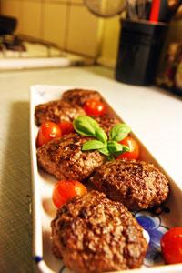 Krydderbøf med cherrytomater
