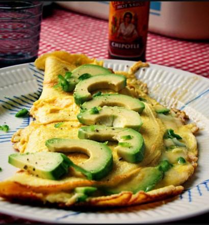 Omelet med Avocado, Jalapeno og Parmesan
