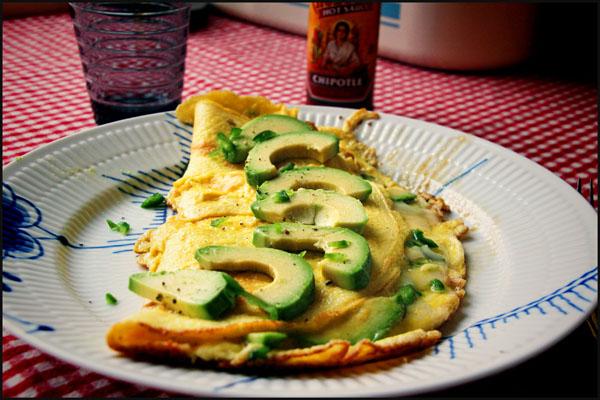 Omelet med Acovado, Jalapeno og parmesan